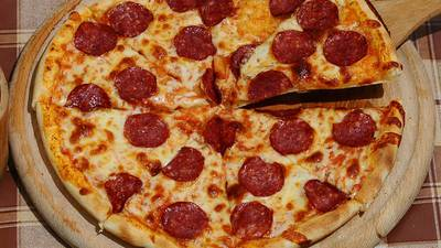 This Pizza Hack Makes Your Pizza Tastier! Click For The Hack With Today's Random Facts!